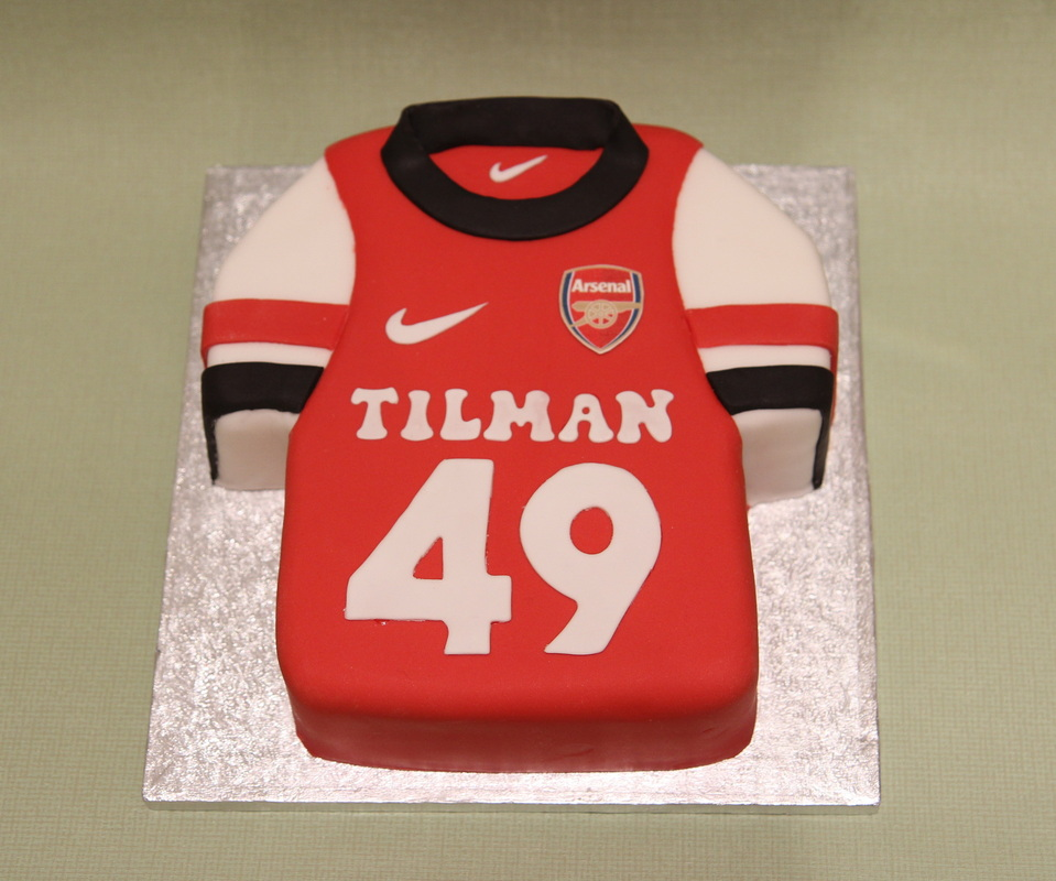 Arsenal football Shirt birthday cake Personalised cakes by Mos